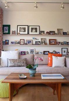 Prateleiras atrás do sofá                                                                                                                                                                                 Mais
