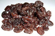 How to Make Raisins Using a Food Dehydrator. Raisins, high in iron, are easy to make in your dehydrator. After making the raisins, you'll be able to store them for the long term. Here are the instructions for growing organic grapes,. Weight Loss Meals, Fast Weight Loss Diet, Healthy Weight Loss, Raisin Wine Recipe, Good Healthy Recipes, Healthy Foods To Eat, Easy Recipes, Healthy Breakfasts, Eating Healthy
