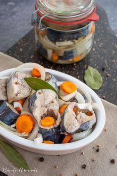 Macrou marinat la rece, în oțet cu ceapă și mirodenii Fresh Rolls, Pickles, Ethnic Recipes, Food, Preserve, Alternative, Salads, Essen, Meals