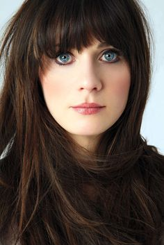 #zooeydeschanel great hair. great eyes. great style. @Anna Reuter this looks like you <3