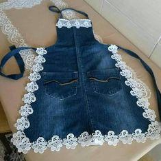 Eskiyen kotlarinizi bu sekil degerlendirebilirsiniz kizlar You can evaluate your worn jeans this way, girls Pin: 1074 x 1069 Sewing Aprons, Sewing Clothes, Diy Clothes, Denim Aprons, Sewing Rooms, Jean Crafts, Denim Crafts, Diy Jeans, Jean Diy