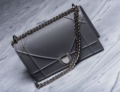 The new Christian Dior Diorama Bag. This has replaced the Chanel Boy as my dream bag. Dior Handbags, Luxury Handbags, Fashion Handbags, Fashion Bags, Dior Bags, Luxury Bags, Fashion Outfits, Fendi, Gucci