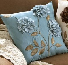 Also comes in brown w/ ivory flowers and ivory back w/ brown flowers Such a cute pillow! Also comes in brown w/ ivory flowers and ivory back w/ brown flowers Cute Pillows, Toss Pillows, Diy Pillows, Decorative Pillows, Pillow Ideas, Felt Pillow, Quilted Pillow, Felt Flower Pillow, Felt Flowers