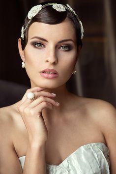 The Great Gatsby trifft Coco Chanel ~ Kopfschmuck für die Braut mit Mut zum Außergewöhnlichen ~ Die Daisy Kollektion von Niely Hoetsch The Great Gatsby, Headpieces, Coco Chanel, Make Up, Wedding, Accessories, Jewelry, Fashion, Fashion Styles