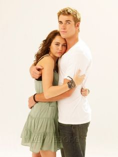 Liam Hemsworth & Miley Cyrus Starred in The Last Song Chris Hemsworth, Liam Hemsworth And Miley, Miley Cyrus, Liam Y Miley, Hollywood Actresses, Actors & Actresses, Hemsworth Brothers, The Last Song, Nicholas Sparks