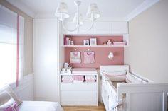 A mamãe da Maria Beatriz queria um quarto bem feminino para a filha. A arquiteta responsável pelo projeto, e amiga dos pais da Beatriz, Karen Pisacane, ent