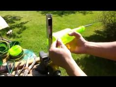 Он сделал нить из платиковой бутылки   Сделай Сам www.sdelay.tv
