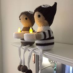 Lightholder Owls (the figures are wearing owl hats) - FREE Crochet Pattern in English Amigurumi Patterns, Knitting Patterns Free, Crochet Patterns, Crochet Winter, Holiday Crochet, Cute Crochet, Crochet Toys, Newborn Hats, Crochet Decoration