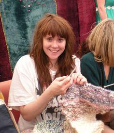 Kate Nash knitting!