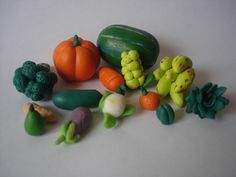 Verduras y frutas en porcelanicron. Vegetables and fruits made with polymer clay