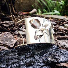Bracelete por  Katia. Prata e pérola. Www.atelieespacomix.com.br