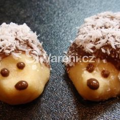 Another Czech Christmas cookie recipe: Jezky cookies (the untraditional way) / Recept na dalsi cukrovi: Jezci - Czechmatediary Best Holiday Cookies, Christmas Cookies, Russian Pastries, Famous Drinks, Sour Cream Sauce, Czech Recipes, Slovak Recipes, Russian Recipes, Fancy Cookies