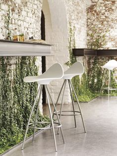 The STUA Onda stool's shape is derived from the shapes of the human body to make it super comfortable. ONDA: www.stua.com/design/onda