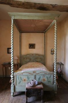 Classic French Chateaux - | Photo Gallery of French Bedrooms