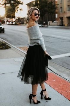 Feminine Looks Black Tulle Skirt Outfit Ideas 09 Black Tulle Skirt Outfit, Tulle Mini Skirt, Midi Skirt Outfit, Winter Skirt Outfit, Black Midi Skirt, Dress Skirt, Tulle Skirt Outfits, Tulle Skirts, Black Skirt Casual