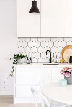 85+ Beautiful Scandinavian Backsplash Ideas For A Small Kitchen #kitchendesign #kitchenremodel #kitchencabinets