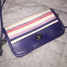 COACH PURSE NEVER USED! CROSSBODY! Super cute coach purse never used! CROSSBODY! I received it as a gift and I never used it, but it's adorable and I love it. Coach Accessories