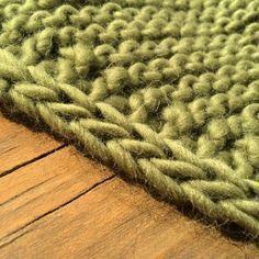 [vidéo] Comment tricoter une bordure verticale i-cord – pin. Knitting Stitches, Knitting Patterns, Crochet Patterns, Crochet Diy, I Cord, Wool Yarn, Merino Wool Blanket, Knitting Projects, Stitch Patterns