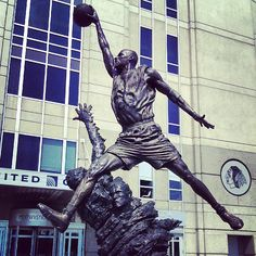 United Center in Chicago, IL - One day I'll pay homage to the great man himself, or rather his statue!!