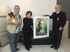 """Entrega do Quadro """"Ryu Mizuno Portrait"""" para a Vice-Presidente da Comissão de Administração do Bunkyo, Sra. Lidia Reiko Yamashita e na presença do Sr. Ryusaburo Mizuno (filho de Ryu Mizuno)"""