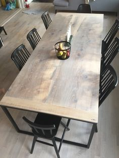 Matsalsbord av ek i helplank, ljusgrå olja Diy Furniture, Decor Styles, Interior Design Kitchen, Dining Table, Table, Diy Decor, Rustic Dining Table, Wood Table, Slab Table