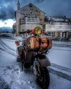 «old school garage Vespa Gts, Vespa Piaggio, Vespa Lambretta, Vespa Px 150, New Vespa, Vespa Motor Scooters, Vespa Motorcycle, Custom Vespa, Motorcycle Wallpaper
