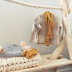 Houten kledingrek babykamer/kinderkamer. Designed by Huis & Grietje
