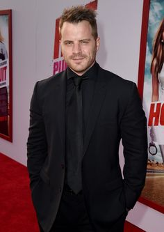 """Robert Kazinsky Photos Photos - Actor Rob Kazinsky attends the premiere ff New Line Cinema and Metro-Goldwyn-Mayer's """"Hot Pursuit"""" at TCL Chinese Theatre on April 30, 2015 in Hollywood, California. - Premiere of 'Hot Pursuit' - Red Carpet"""