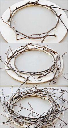 couronne de porte d'entrée à faire soi-même en anneau de bois et en branches