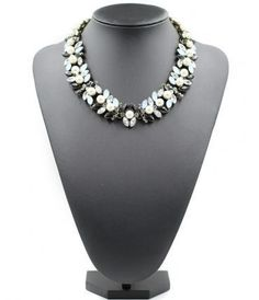 The pearl choker has the type of link chain and can be used for various occasion.  #jewelry #chokernecklace #fashion #necklace