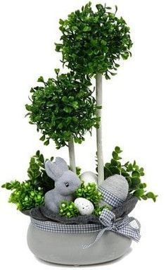 25 Gorgeous DIY Easter Tablescape Decorating Ideas For Spring Easter Flower Arrangements, Easter Flowers, Easter Projects, Easter Crafts, Spring Crafts, Holiday Crafts, Easter Holidays, Easter Wreaths, Easter Bunny