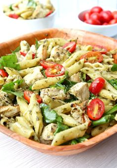 This chicken pesto pasta recipe is super delicious. You must try it this week for an easy and quick lunch or dinner. #pastarecipe #chickenrecipe #quicklunch Chicken Pesto Pasta Salad, Grilled Chicken Pasta, Chicken Penne, Pesto Pasta Recipes, Vegetable Pasta, Chicken And Vegetables, Leftover Chicken Recipes, Leftovers Recipes, Creamy Pesto