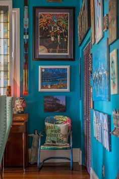 House Tour: A Colorful, Art-Filled New Orleans Home | Apartment Therapy New Orleans Decor, New Orleans Homes, New Orleans Art, New Orleans Apartment, Interior Walls, Home Interior Design, Cosy Interior, Interior Ideas, Creole Cottage