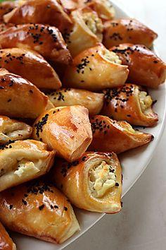 Patatesli Kıymalı Börek ve Peynirli Üçgen Börek