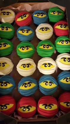 Ninjago cupcakes Daisy Cupcakes, Sugar, Cookies, Desserts, Food, Crack Crackers, Tailgate Desserts, Biscuits, Dessert