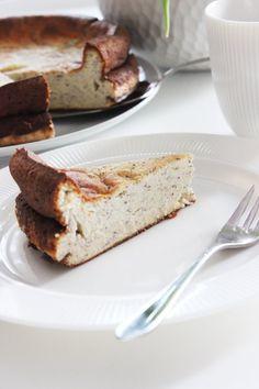 Ich habe einen besonderen Käsekuchen gebacken, denn man sogar ganz ohne schlechtem Gewisse essen kann. Einen köstlichen Low Carb Mohn-Käsekuchen ist neulich aus meinem Backofen gesprungen. Er ist wundervar cremig und sekr einfach zu Backen. #käsekuchen #lowcarb #cheesecake #WeightWatchers #WW #WeightWatchersKuchen #WeightWatchersrezept #diet #abnehmen #käsekuchen #sonntagsistkaffeezeit Weight Watchers Kuchen, Cheesecake, Banana Bread, French Toast, Breakfast, Desserts, Food, Food And Drinks, Morning Coffee