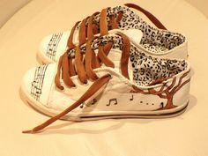 Music. Zapatilla pintada a mano. Diseño exclusivo. Blog: Condoszapatos
