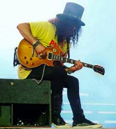 Slash Paradise - Photo, picture and image gallery: Slash live, on stage and in concert with Guns N' Roses, Slash's Snakepit, Velvet Revolver and Myles Kennedy. 80s Hair Metal, Hair Metal Bands, Guns N Roses, Music Love, Music Is Life, Saul Hudson, Gary Clark Jr, Velvet Revolver, Myles Kennedy