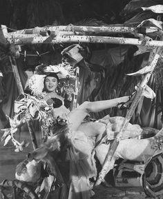 """Image - 1954 / Marilyn dans un numéro de danse exotique où elle chante """"Heat wave"""" dans le film """"There's no business like show business"""". - Wonderful-Marilyn-MONROE - Skyrock.com"""