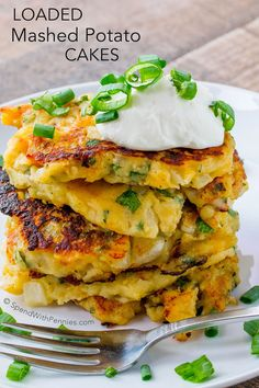 Loaded Mashed Potato Cakes ~ An amazing side dish or light dinner or lunch. These are the perfect way to enjoy leftover potatoes and the flavor combinations are endless! Potato Recipes, Vegetable Recipes, Vegetarian Recipes, Cooking Recipes, Healthy Recipes, Mashed Potato Cakes, Loaded Mashed Potatoes, Potato Pancakes, Loaded Potato
