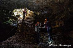 Cueva de los Cristinos. Esta pequeña cueva esta situada en la Sierra de Urbasa en Navarra.   Desde Urbasa Abentura ofrecen visitas guiadas a esta y varias cuevas mas de la zona.