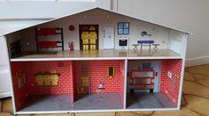 Caserne de pompier en carton montée