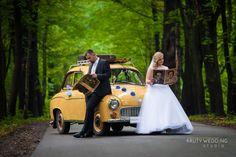 Zabytkowy samochód ślubny. Fotografia ślubna i wideofilmowanie lustrzankami. KRUTY WEDDING STUDIO
