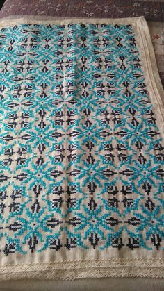 Lassi, Bargello, Cross Stitch Designs, Crosses, Embroidery Patterns, Bohemian Rug, Needlework, Diy And Crafts, Cushions
