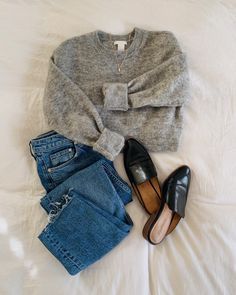 Crew neck sweater with mules Lilly & Grant / Pullover mit Rundhalsausschnitt und Pantoletten Mode Outfits, Fashion Outfits, Womens Fashion, Stylish Outfits, Fashion Flatlay, Cute Casual Outfits, Fall Winter Outfits, Autumn Winter Fashion, Winter Boots