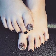 17 Ideas for pedicure designs salon Pedicure Designs, Pedicure Nail Art, Toe Nail Designs, Toe Nail Art, Pretty Toe Nails, Cute Toe Nails, Nail Swag, Stylish Nails, Trendy Nails