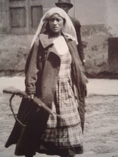 Soldadera Yaqui, México, 1913  -- reminds me of my great great great grandma who was an indigenous Soldadera. :)