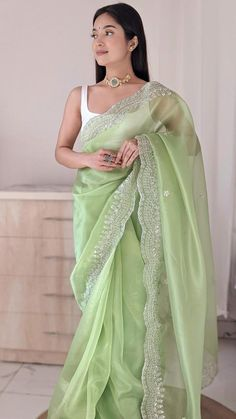Dress Indian Style, Indian Fashion Dresses, Indian Outfits, Saree Fashion, Fashion Outfits, Indian Clothes, Indian Wear, Saree Designs Party Wear, Saree Blouse Designs