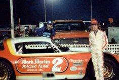A very young Mark Martin. Nascar Race Cars, Old Race Cars, Sports Car Racing, Late Model Racing, Mark Martin, Street Stock, Team 2, Speed Racer, Dirt Track Racing