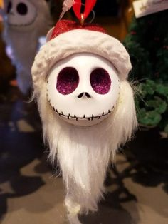 Decorate For Halloween With These Fun Nightmare Before Christmas Ornaments (Diy Ornaments Disney)Résultat d'images pour jack skellington ornament diyDiscover recipes, home ideas, style inspiration and other ideas to try. Jack Nightmare Before Christmas, Nightmare Before Christmas Decorations, Disney Christmas, Halloween Christmas, Christmas Themes, Halloween Fun, Outdoor Halloween, Dark Christmas, Xmas